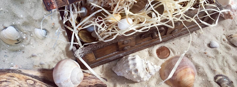 Schatztruhe im Sand