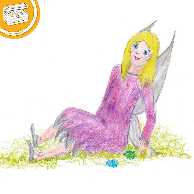 Buntstift-Illustration einer Fee im rosa Kleid. Sitzt im Gras. Oben links in Ecke ein halber Kreis mit einer Schatztruhe.